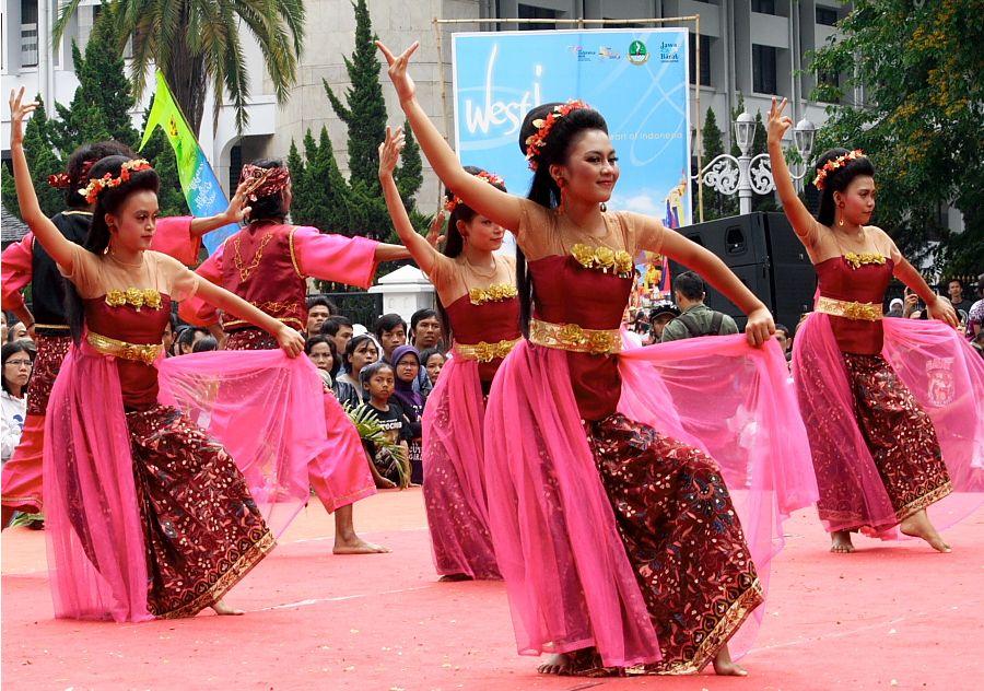 Hula: Kesenian Tradisional Hawaii